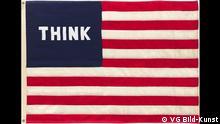 William N. Copley, Imaginary Flag for U.S.A., 1972. Stoff, 127 x 182 cm. William N. Copley Estate © VG Bild-Kunst, Bonn 2017