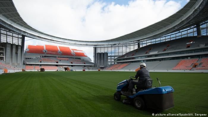 Тъй като този стадион беше твърде малък, според изискванията на ФИФА, съоръжението беше реконструирано - построена беше временна трибуна за допълнителни 12 000 зрители, с което капацитетът на Централен стадион достигна 35 000 седящи места. След турнира тази трибуна ще бъде демонтирана. На този стадион играе второразрядният ФК Урал.