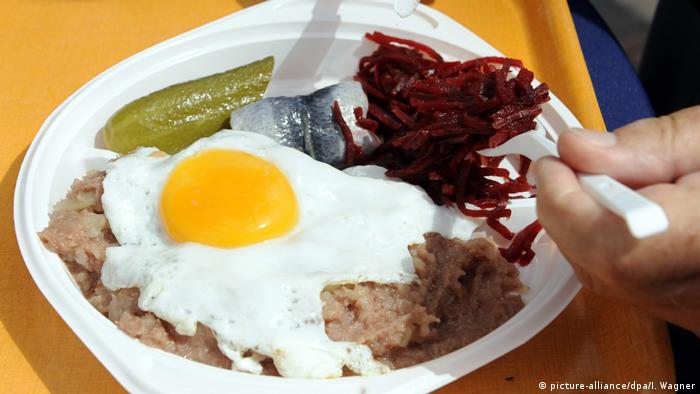 Labskaus, the seafaring dish made of potatoes, beetroot, meat and fish, served on a plate with fried eggs (picture-alliance/dpa/I. Wagner)