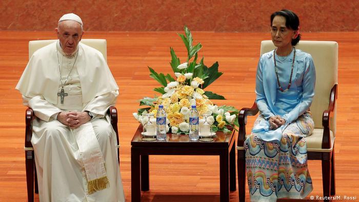 Myanmar Papst Franziskus bei Aung San Suu Kyi in Naypyitaw (Reuters/M. Rossi)