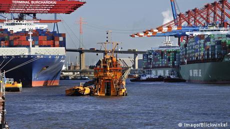 Deutschland Elbbagger im Hamburger Hafen (Imago/Blickwinkel)