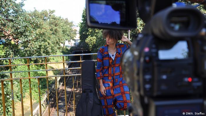 Nneka, deutsch-nigerianische Sängerin in Hamburg(Foto: DW/A. Steffes)