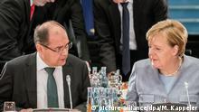 Deutschland Berlin Dieselgipfel Christian Schmidt und Angela Merkel