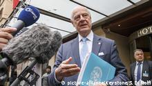 UN Special Envoy of the Secretary-General for Syria Staffan de Mistura briefs to the media after his meeting with Head of the Syrian Negotiation Commission, SNC, during the Intra Syria talks, in Geneva, Switzerland, Tuesday, November 28, 2017. (KEYSTONE/Salvatore Di Nolfi) |