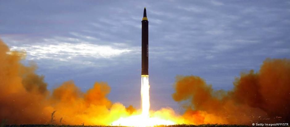 Coreia do Norte lança míssil balístico