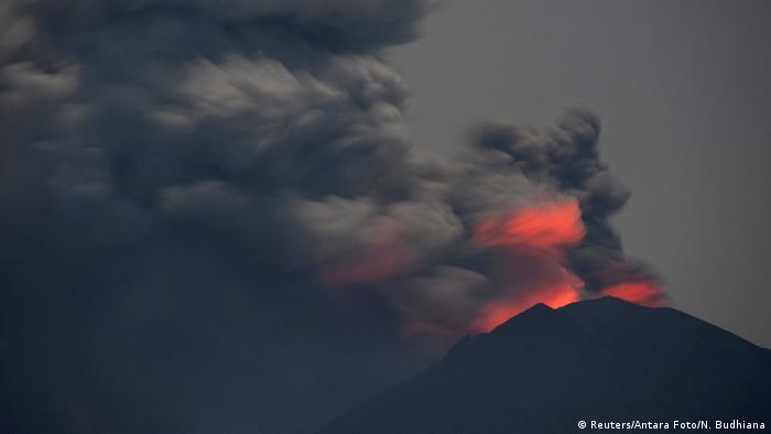 Indonesien - Mount Agung (Reuters/Antara Foto/N. Budhiana)