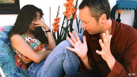 Streitendes Paar gestellte Szene (AP)
