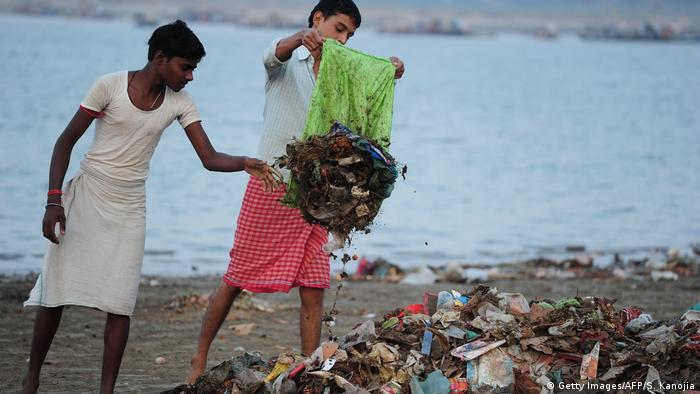 Indian students collecting garbage on the banks of the Ganges