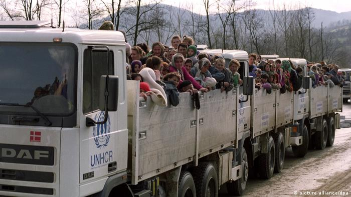 Muslim refugees being evacuated from Srebrenica
