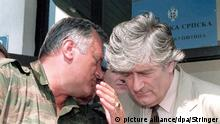 epa04766939 (FILE) A file picture dated 05 August 1993 shows Bosnian Serb leader Radovan Karadzic (R) listening to Bosnian Serb Commander Ratko Mladic during a meeting in Pale, Bosnia & Herzegovina. July 2015 marks the 20-year anniversary of the Srebrenica Massacre that saw more than 8,000 Bosniak men and boys killed by Bosnian Serb forces during the Bosnian war. EPA/STRINGER PLEASE REFER TO THIS ADVISORY NOTICE (epa04766937) FOR FULL PACKAGE TEXT *** Local Caption *** 02761942 +++(c) dpa - Bildfunk+++ |