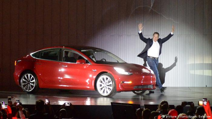 Tesla's CEO Elon Musk and the Model 3 (picture allianc/dpa/A. Sokolow)