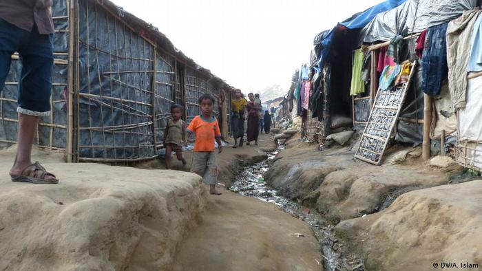 Myanmar Makeshift camp in Kutupalong (DW/A. Islam)
