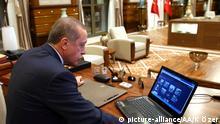 Türkei Präsident Erdogan in seinem Arbeitszimmer