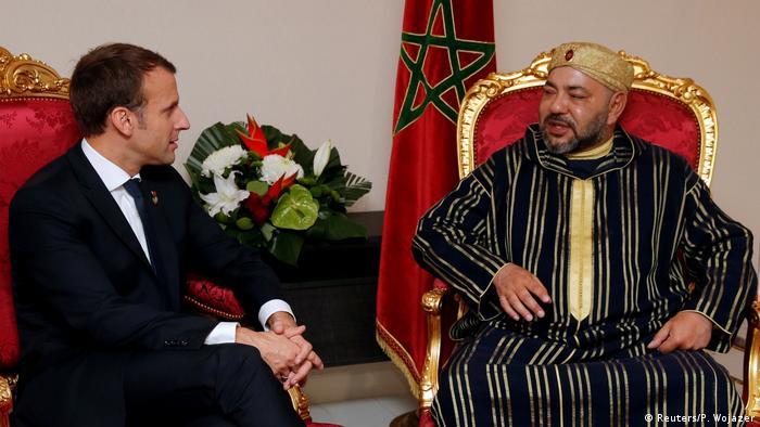 العاهل المغربي والرئيس الفرنسي في لقاء خلال القمة الأوروبية الافريقية 2017
