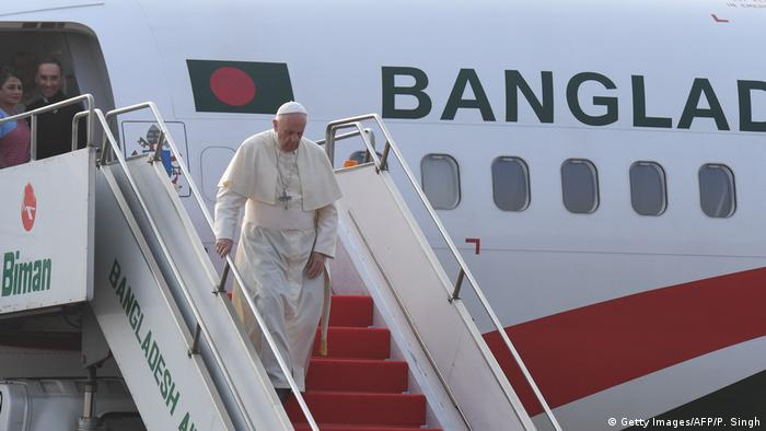 Papst Franziskus landet in Bangladesch (Getty Images/AFP/P. Singh)