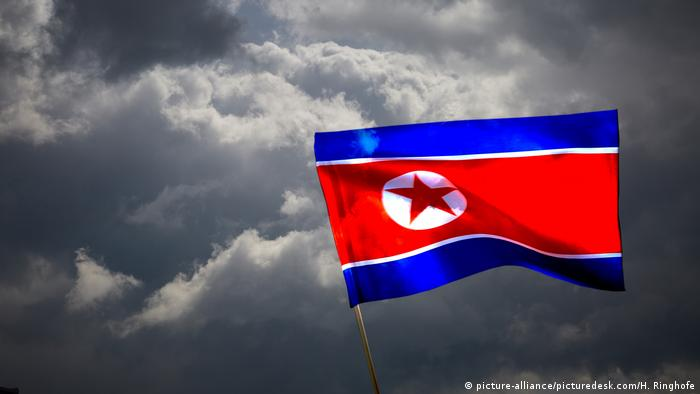 North Korean flag (picture-alliance/picturedesk.com/H. Ringhofe)