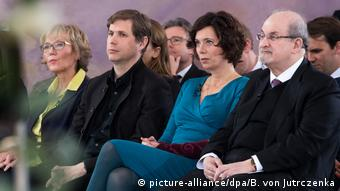 Daniel Kehlmann pictured with Eva Menasse and Salman Rushdie (picture-alliance/dpa/B. von Jutrczenka)