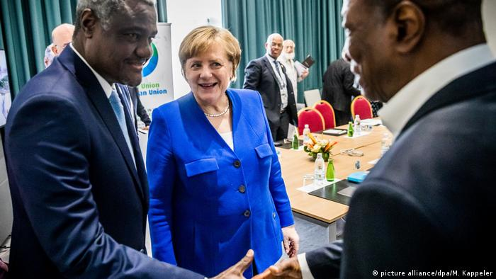 Moussa Faki Mahamat seen with Merkel and Alpha Conde (picture alliance/dpa/M. Kappeler)