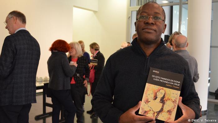 Buchvorstellung - Mosambikanische Schriftsteller Adelino Timóteo in Bonn