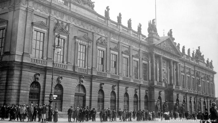 Deutschland Zeughaus Berlin 1920 (Imago/United Archives International)