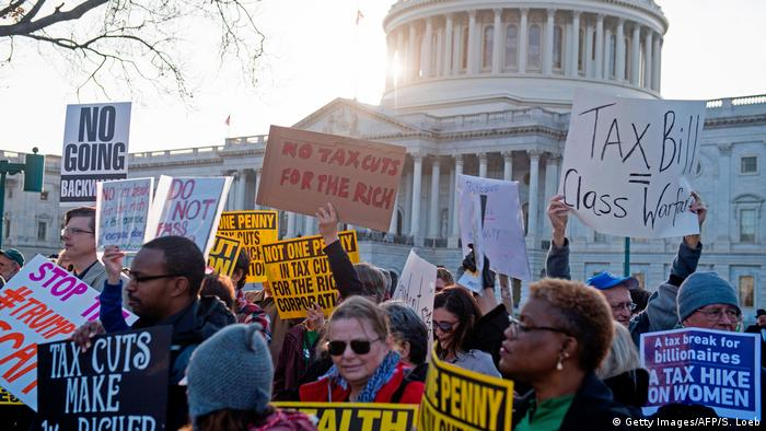 Protests against US tax reform (Getty Images/AFP/S. Loeb)