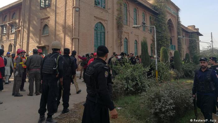Hombres armados abren el fuego en la Universidad de Peshawar — Pakistán