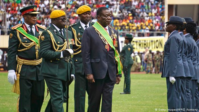 Constantino Chiwenga and Emmerson Mnangagwa during their swearing-in ceremony (Getty Images/AFP/Z. Auntony)