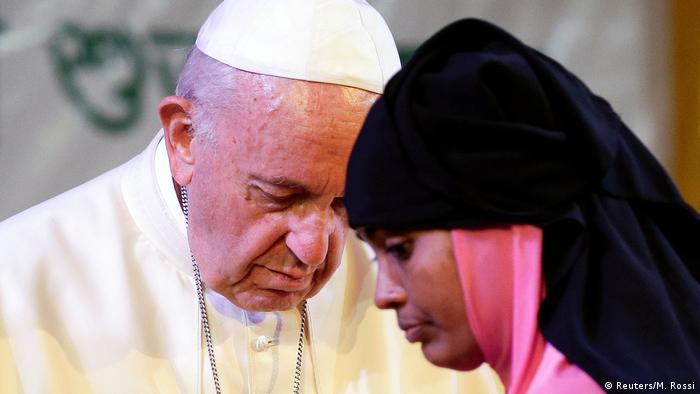 El papa Francisco afirmó hoy que la presencia de Dios también se llama rohinyá, pronunciando así el termino que no había dicho hasta ahora durante su actual viaje por consejo de la Iglesia birmana. (1.12.2017).