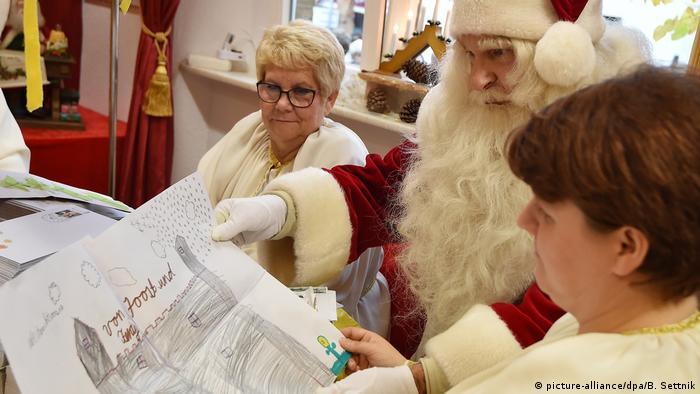 Himmlische Orte Eröffnung Weihnachtspostfiliale in Himmelpfort (picture-alliance/dpa/B. Settnik)