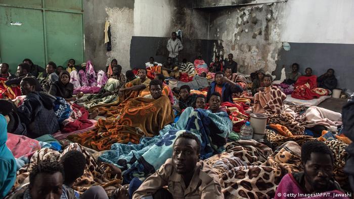 Centro de detenção para refugiados próximo a Trípoli