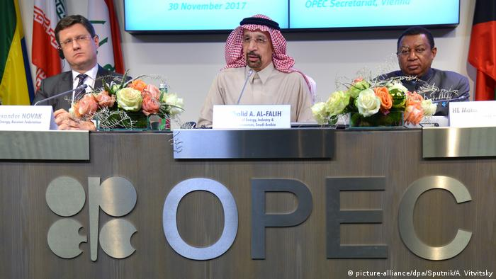 OPEC Treffen - Alexander Novak, Khalid A. Al-Falih, Mohammad Sanusi Barkindo (picture-alliance/dpa/Sputnik/A. Vitvitsky)