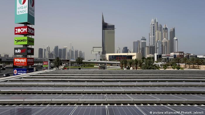Vereinigte Arabische Emirate Abu Dhabi - Solarenergie (picture-alliance/AP Photo/K. Jebreili)