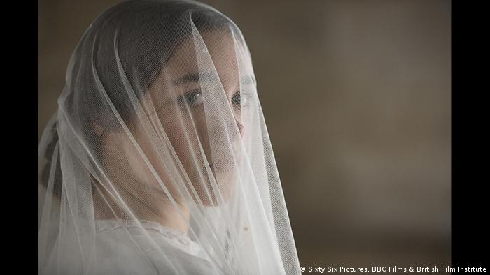 Filmszene aus Lady Macbeth mit verschleierter Frau (Sixty Six Pictures, BBC Films & British Film Institute)