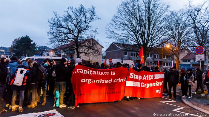 Germany, AfD party conference Hannover – protests (picture-alliance/dpa/P. von Ditfurth)