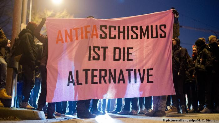 Germany AfD Party conference in Hannover, anti-fascist protests (picture-alliance/dpa/H. C. Dittrich)