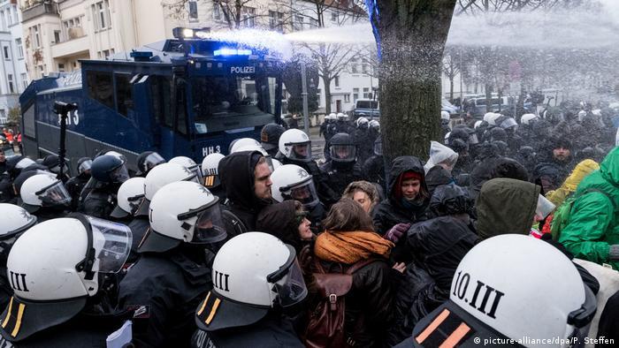 Deutschland AfD-Parteitag in Hannover – Gegendemonstration (picture-alliance/dpa/P. Steffen)