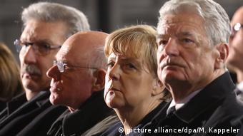 Memorial service for victims (picture alliance/dpa/M. Kappeler)