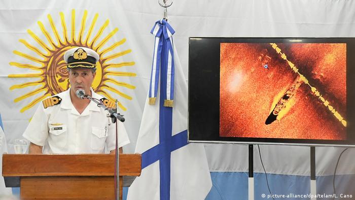 Argentinien Der Sprecher der argentinischen Marine Enrique Balbi (picture-alliance/dpa/telam/L. Cano)