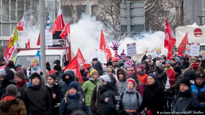 Deutschland Hannover AfD Parteitag Proteste (picture-alliance/dpa/P. Steffen)