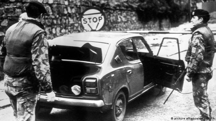 Northern Ireland border check in 1976 (picture alliance/empics/PA)