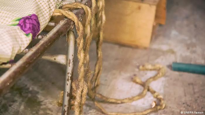 Gewalt gegen Frauen | 16 Objekte (UNFPA Yemen)Tali Pengikat Setiap Kali Diperkosa