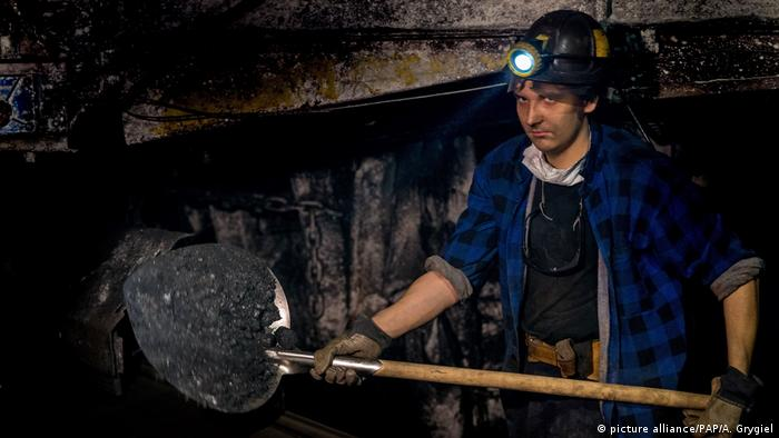 A miner in a coal mine in Katowice (picture alliance/PAP/A. Grygiel)