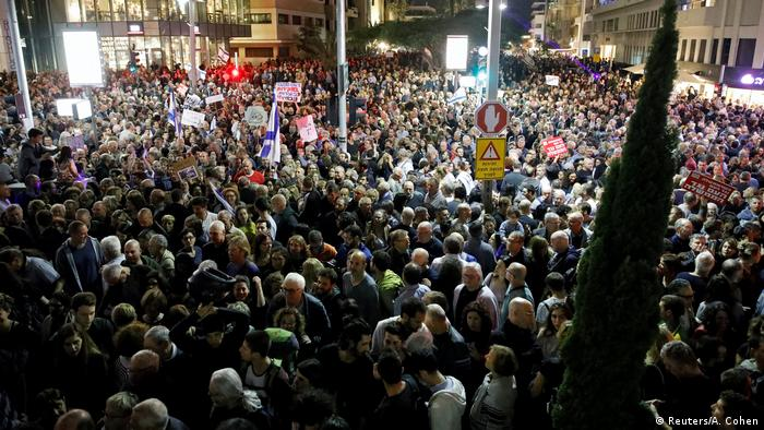 Israelis take part in a protest against corruption in Tel Aviv, Israel (Reuters/A. Cohen)