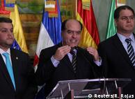 Глава де-факто лишенного власти парламента Венесуэлы Хулио Борхес и другие представители оппозиции страны