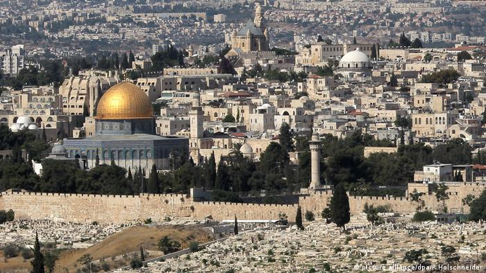 Vista do Monte das Oliveiras sobre Jerusalém e a cúpula dourada do Domo da Rocha