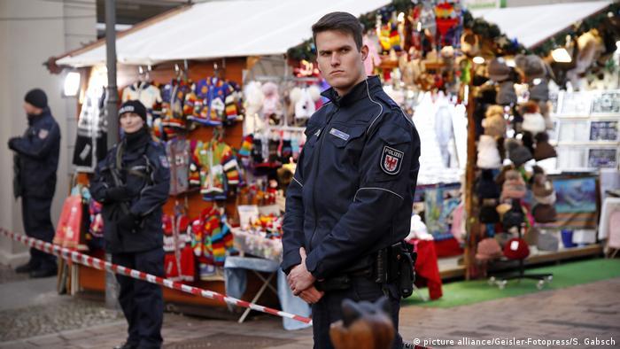 Deutschland Weihnachtsmarkt in Potsdam (picture alliance/Geisler-Fotopress/S. Gabsch)