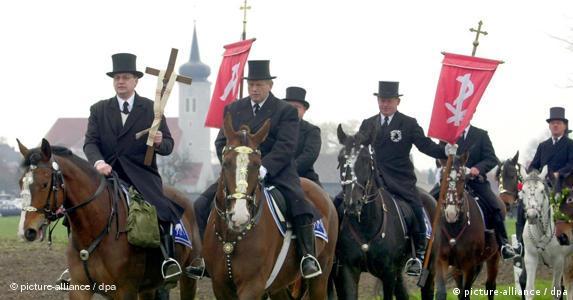 Osterreiter: Brauchtum der katholischen Sorben(Archivfoto vom 15.04.2001) (Foto:dpa)