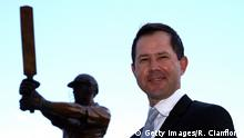 HOBART, AUSTRALIA - DECEMBER 09: Former Australian cricketer Ricky Ponting poses with the the statue made in his honour, after it was unveiled at Blundstone Arena on December 9, 2015 in Hobart, Australia. (Photo by Robert Cianflone/Getty Images)