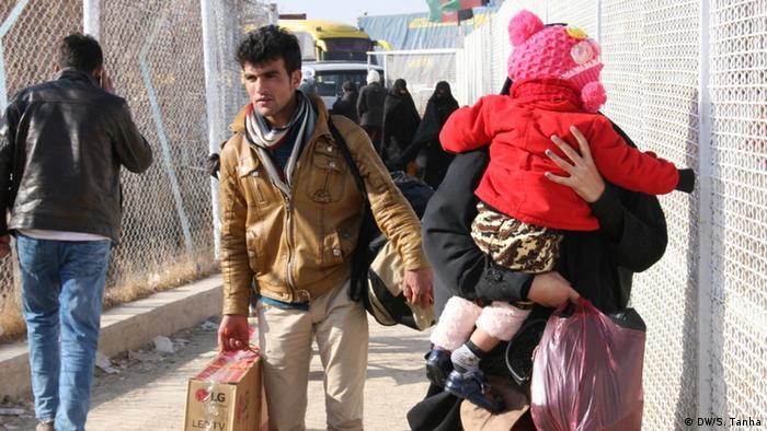 این نهاد بینالمللی میگوید که در میان این اخراجشدگان از ایران ۱۲۷ نوجوان پایینتر از سن قانونی ۱۸ سال نیز بودهاند.