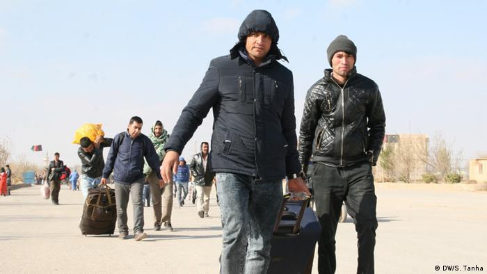 آژانس مهاجرت سازمان ملل متحد گزارش داده که از ۲۸ آبان تا ۴ آذر ۹۶ نزدیک به ۱۴ هزار مهاجر افغان فاقد مدرک هویت، از ایران وارد افغانستان شدهاند.